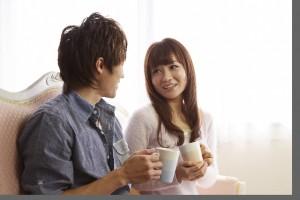 紅茶を楽しむカップル
